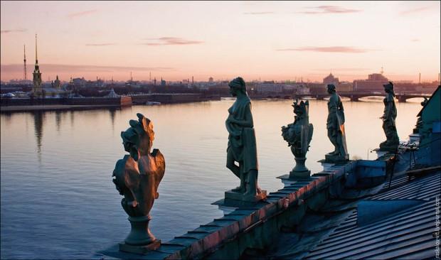 рассветные статуи