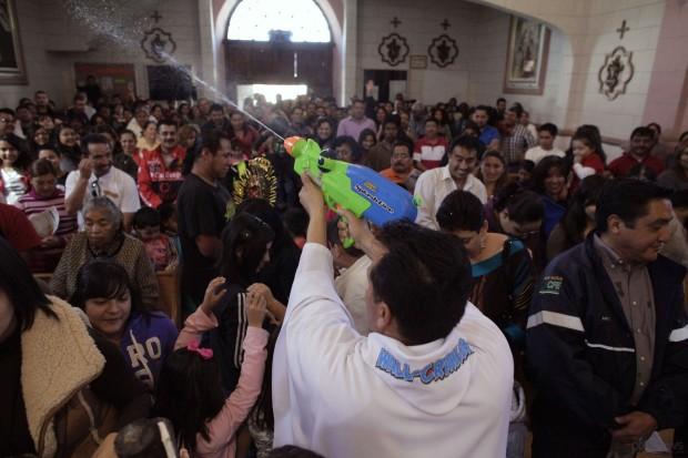 священник с пистолетом