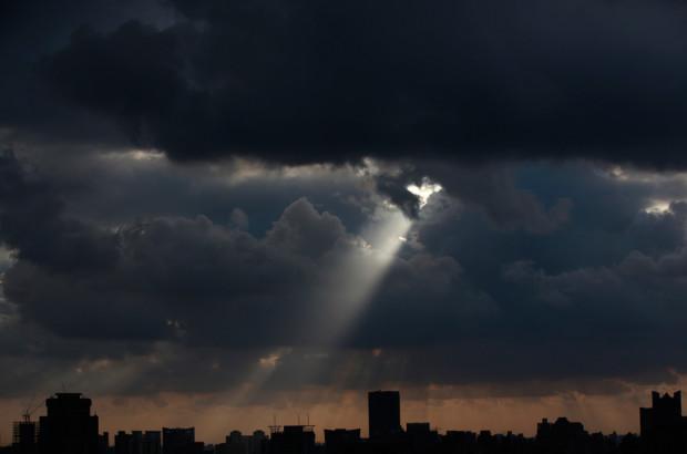 Тёмное небо над Шанхаем. Aly Song