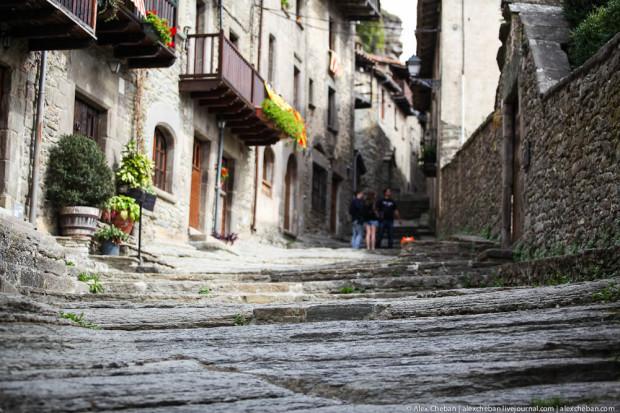 Улицы - потоки застывшей лавы