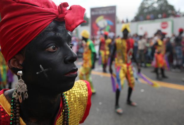 негр на карнавале