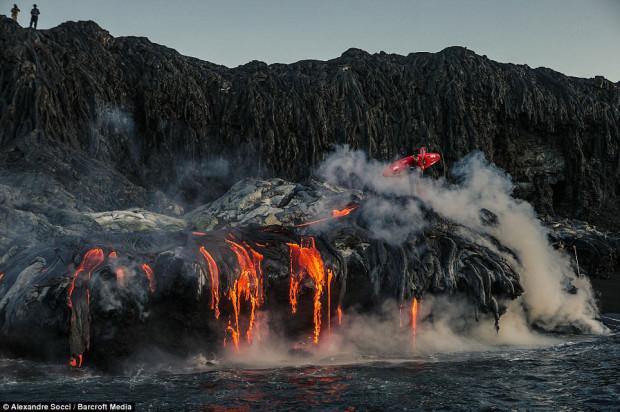 река у вулкана