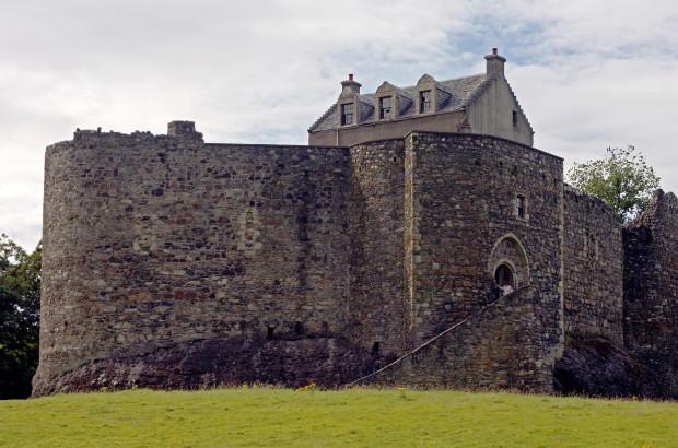 Замок Данстаффнейдж, Шотландия