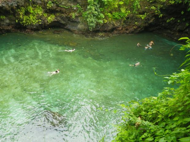 Природный бассейн на острове Уполу