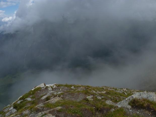 туман и облака на вершине