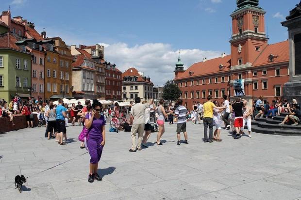 В Варшаве из 12 бумажников вернули тоже 5. 7 ушло в женские руки...