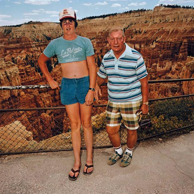 туристы на фоне пропасти
