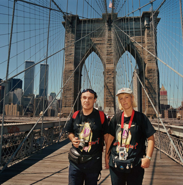 мост с туристами