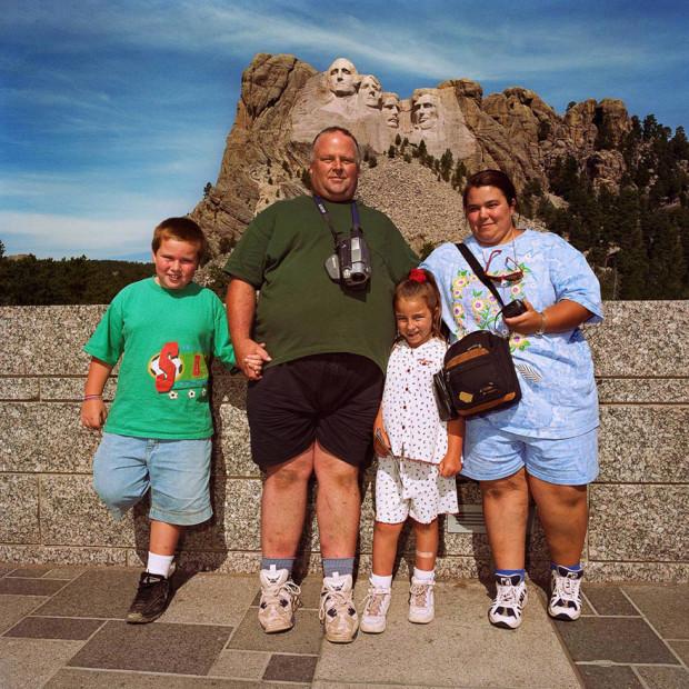 семья на фоне каньона