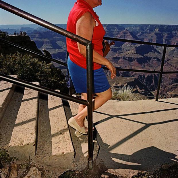 туристка на лестнице