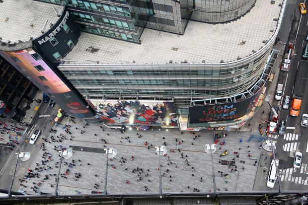 Вид сверху с 25-го этажа 1 Таймс-Сквер. В канун Нового Года Philips испытывают какие-то новые технологии. (Astrid Stawiarz / Getty Images)