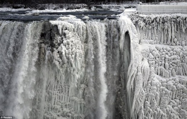 ниагарский водопад замёрз