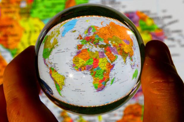 Весь мир в хрустальном шаре