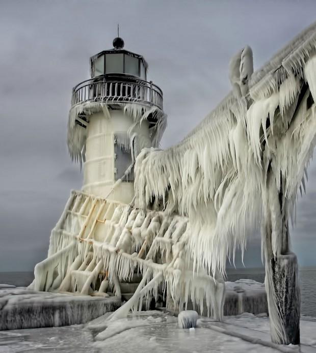 Замороженный маяк св. Иосифа
