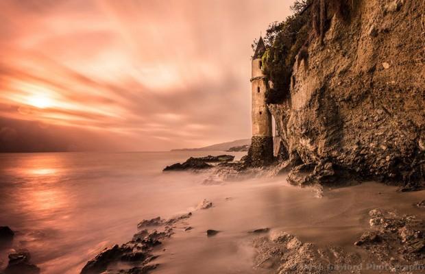 Маяк пляжа Виктория