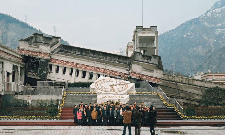 Один из пострадавших от Сычуаньского землетрясения в Китае объектов.