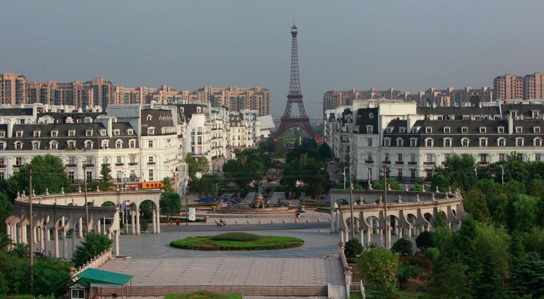 Да, китайский Париж. В ста километрах от Шанхая. Местные называют его  Тиандученгом.