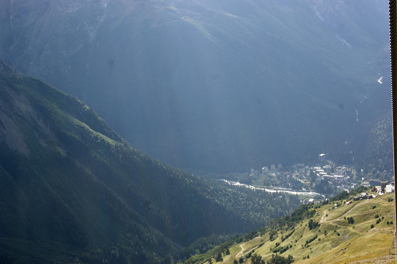 Долина Домбай видна как на ладони.