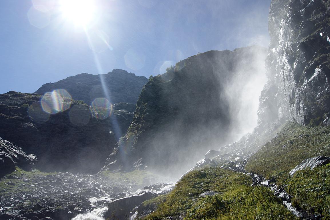 Уходим от водопада, не удерживаюсь и делаю ещё несколько снимков