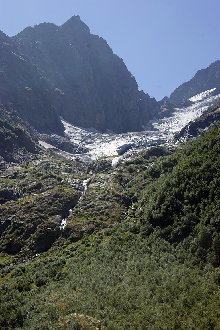 А это собственно место, где рождается водопад.