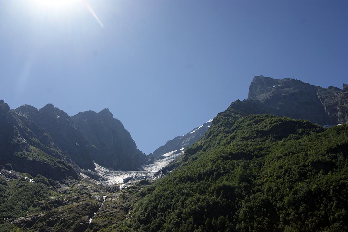 Ледник с каждым годом отступает все дальше