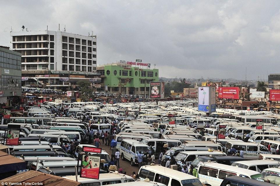 Парк такси в Кампале, Уганда.