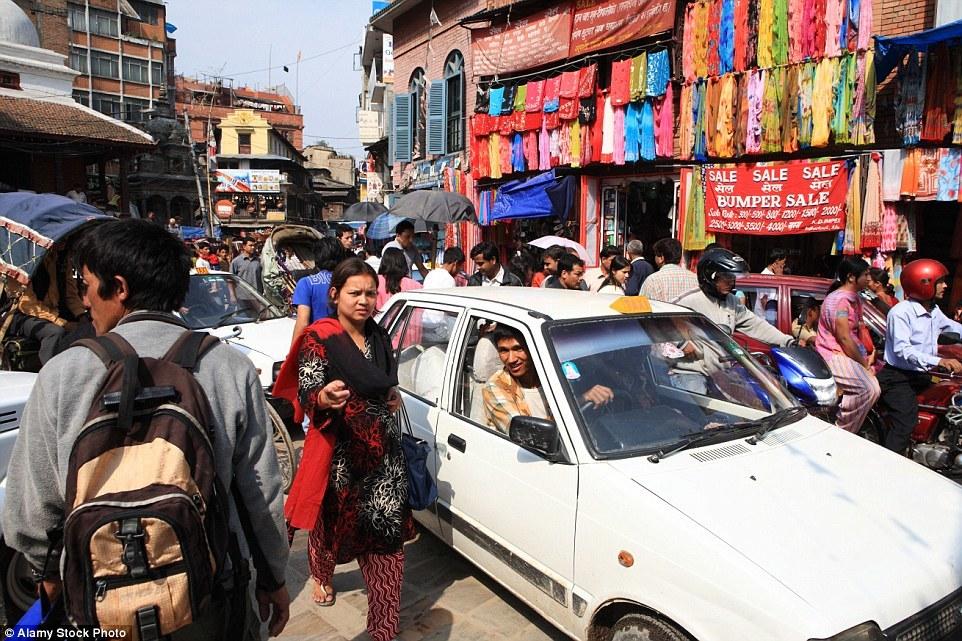 Час пик на улицах Катманду. Кто как добирается до работы