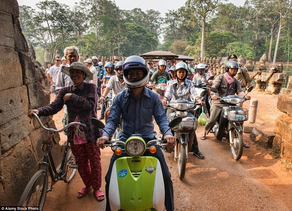 Есть места, где в пробках стоят даже велосипеды - например недалеко от храмового комплекса Ангкор-Ват в Сиемреапе, Камбоджа.