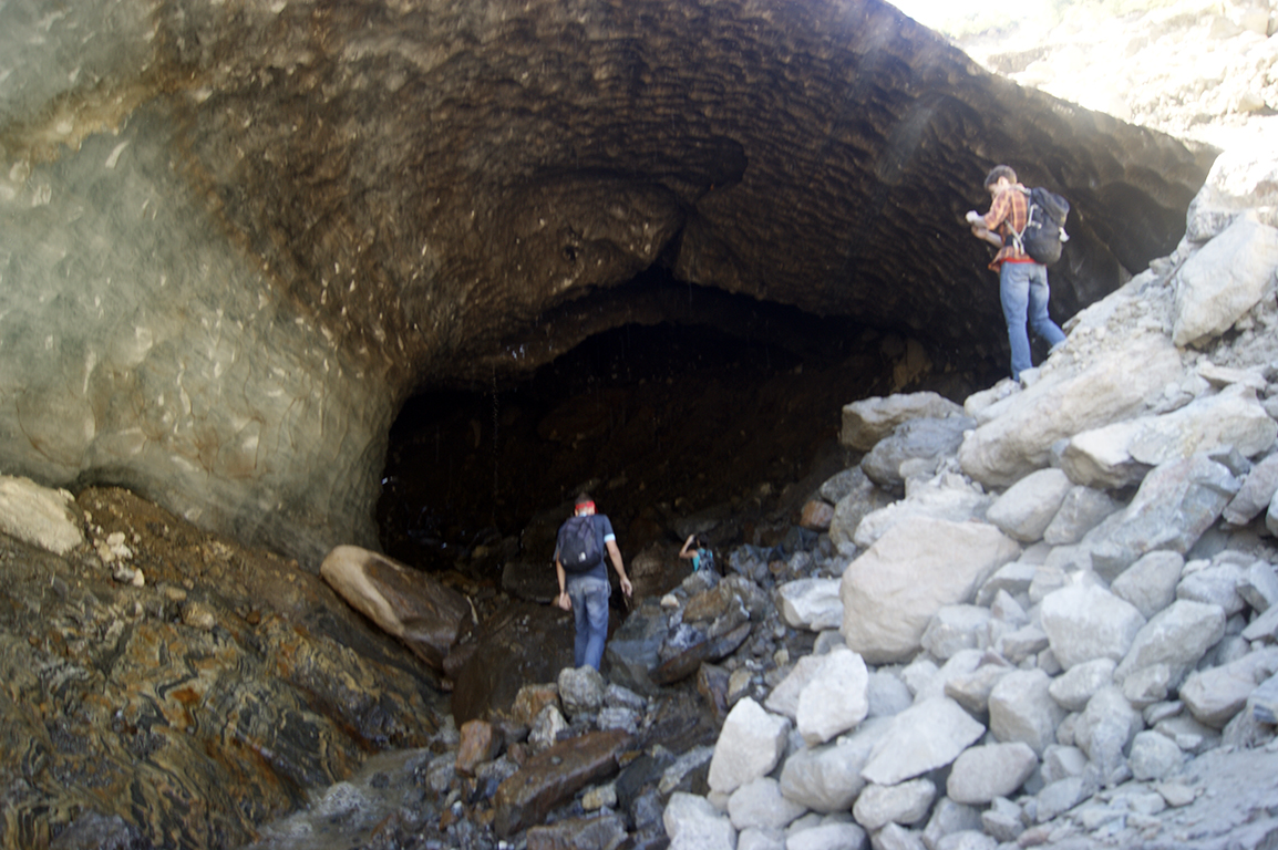 Вот такая пещерка. Огромная. Ледяная...