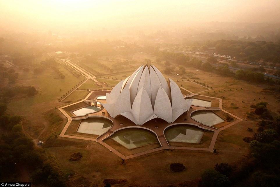 Храм Лотоса в Индии. Автор: @amos.chapple.
