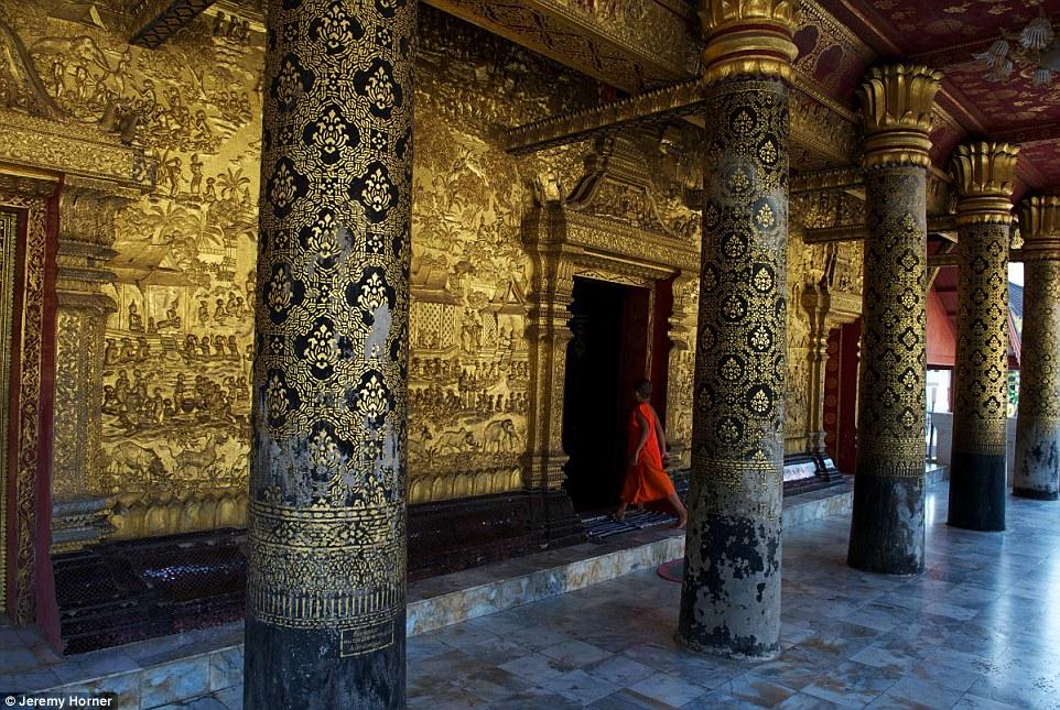 Буддистский храм Ват Маи в Луангпхабанге, Лаос.