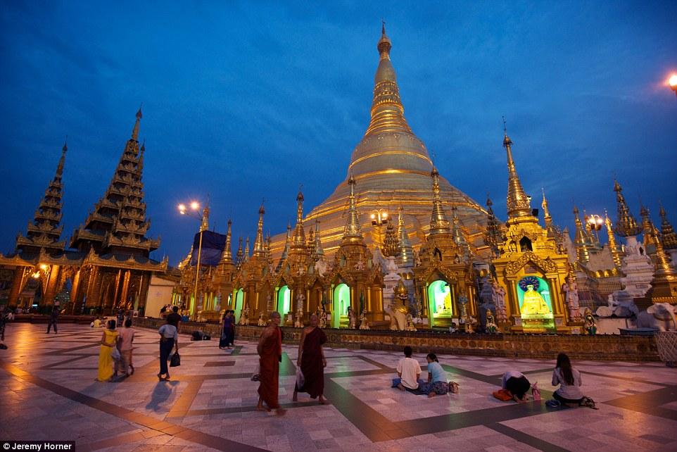 Пагода Шведагон в Янгоне считается одной из старейших ступ в мире. Её возраст насчитывает около 2600 лет.