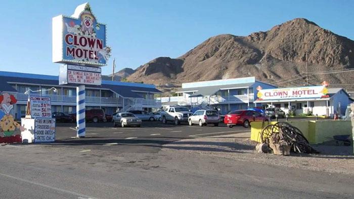 the-clown-motel-tonopah-nevada-1