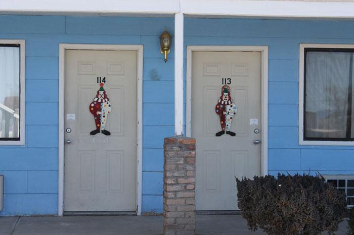 the-clown-motel-tonopah-nevada-10