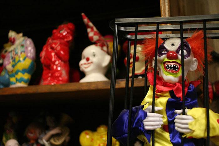 the-clown-motel-tonopah-nevada-4