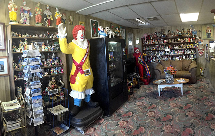 the-clown-motel-tonopah-nevada-7