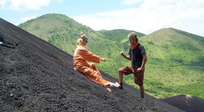 Скейтбординг на склоне вулкана