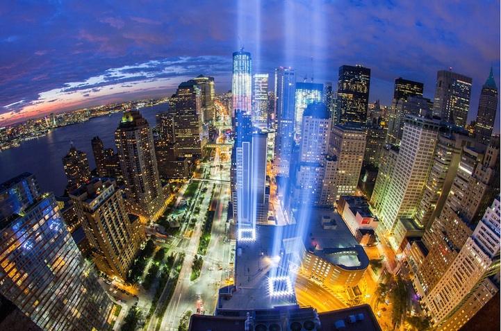 Световая инсталляция в память жертв теракта 11 сентября
