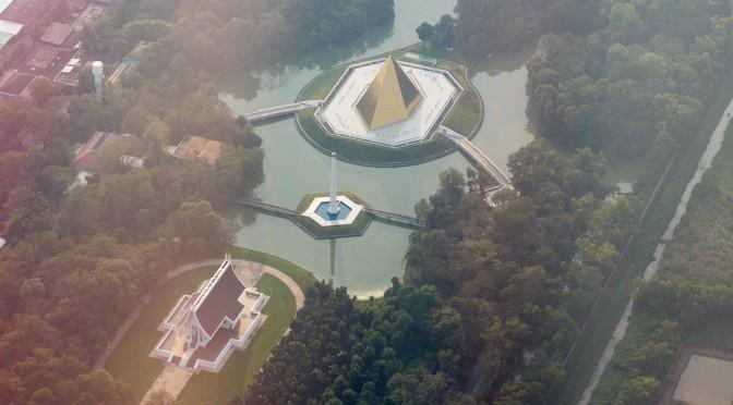 Буддистский храм или космический корабль?